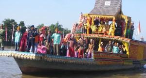 kelotok hias festival pasar terapung banjarmasin kalimantan selatan