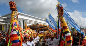 ngulur naga festival erau kutai karta negara kalimantan timur