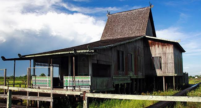 Rumah Adat Kalimantan Selatan Get Borneo